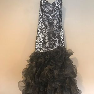 Dresses & Skirts - De masque prom or wedding dress